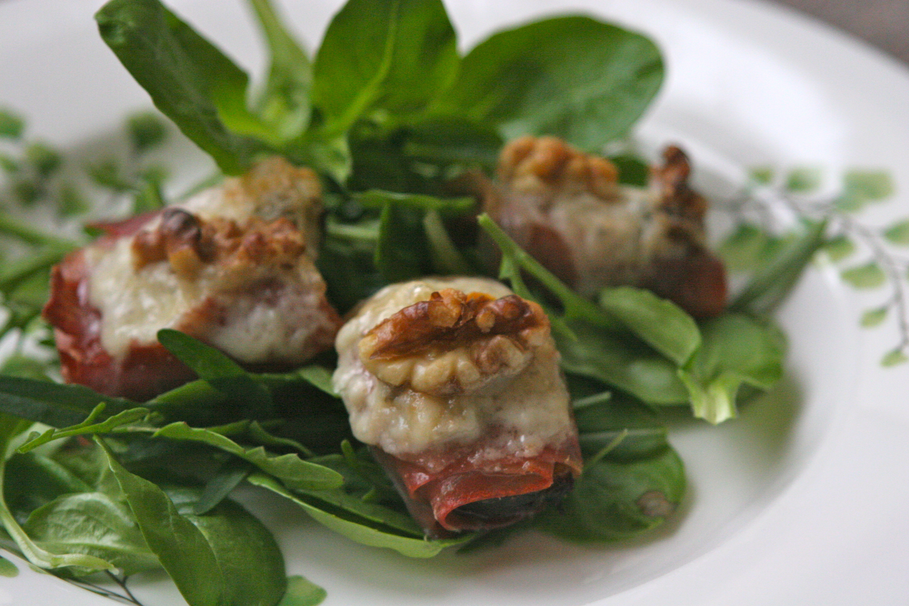 Roasted Figs with Prosciutto, Gorgonzola, and Walnuts with a Mache ...