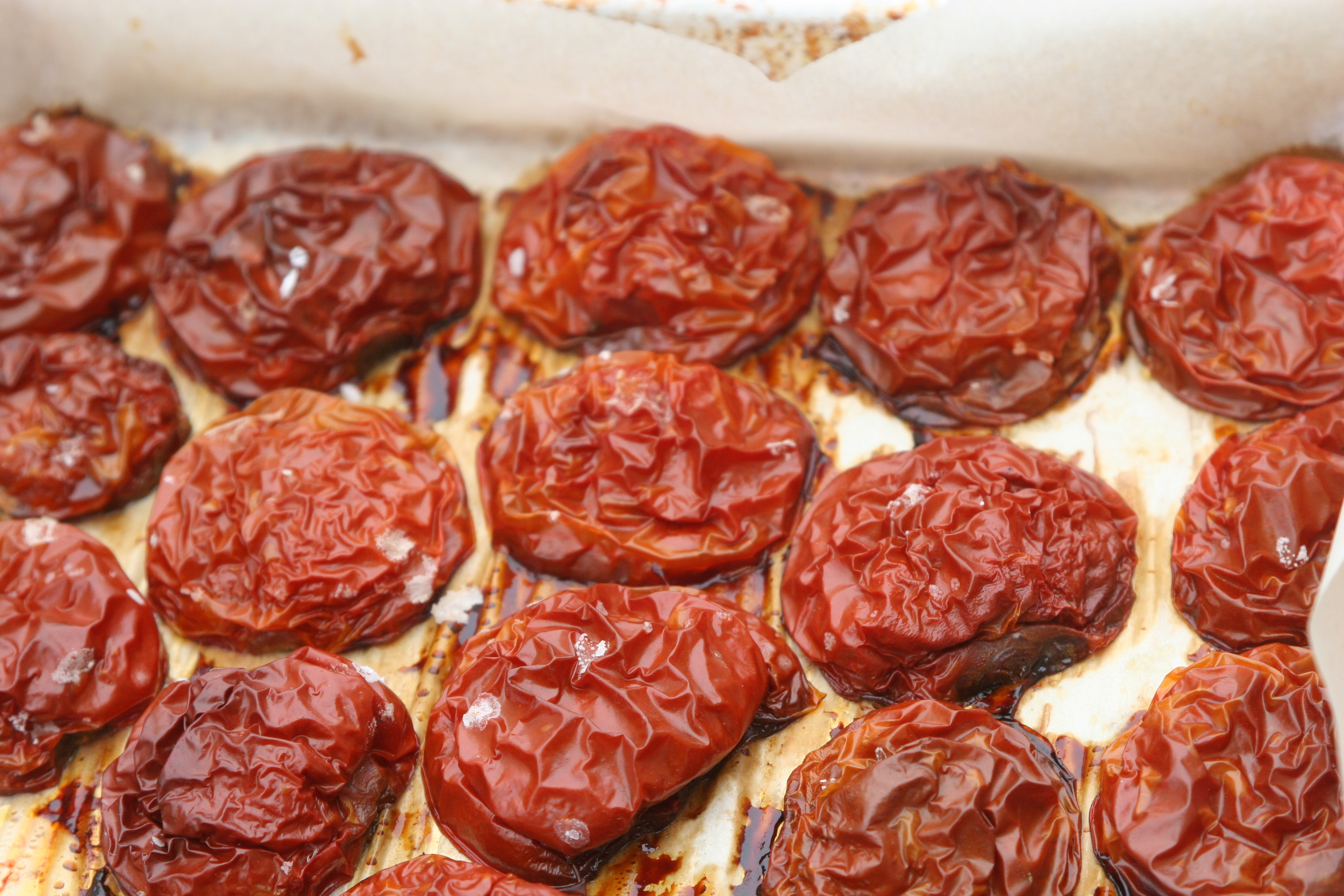 Oven roasted tomatoes with olive oil and salt la cuoca for Dry roasted tomatoes